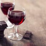 Sirt-dieetti sallii myös herkuttelun punaviinillä ja tummalla suklaalla.