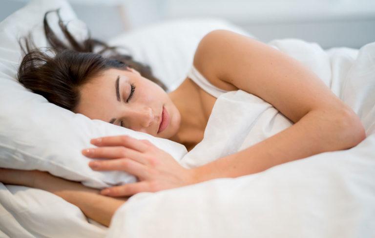 Millainen tyyny sinun kannattaa hankkia? Nukkumisasento ratkaisee