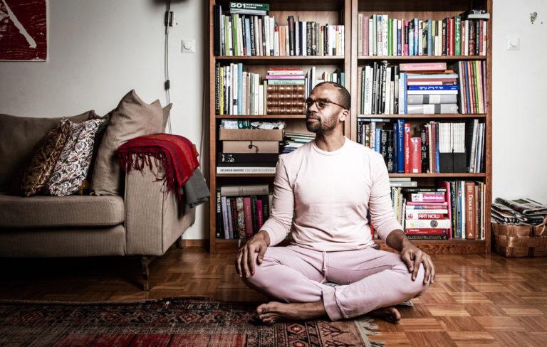 Jani Toivola meditoi