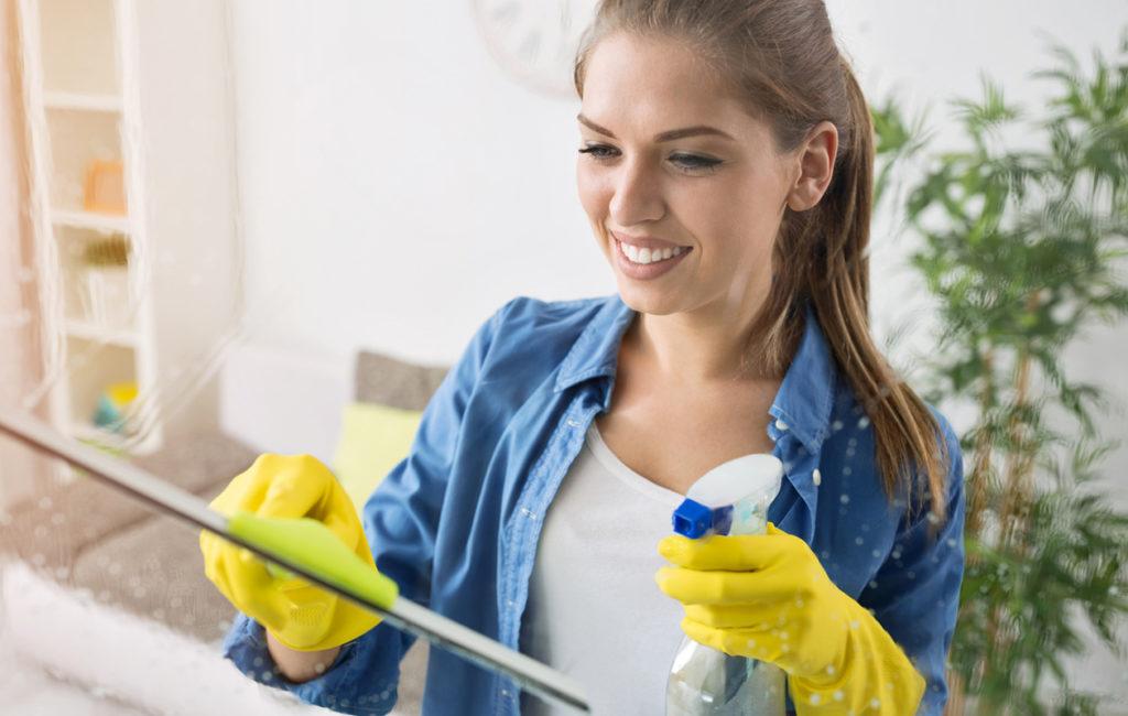 Loppukevät ja alkukesä ovat hyviä ajankohtia ikkunanpesuun, jos haluat ikkunoiden säilyvän puhtaina mahdollisimman pitkään.