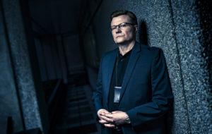 Kari Hietalahti näyttelee Jari Aarnion roolin sarjassa Keisari Aarnio.