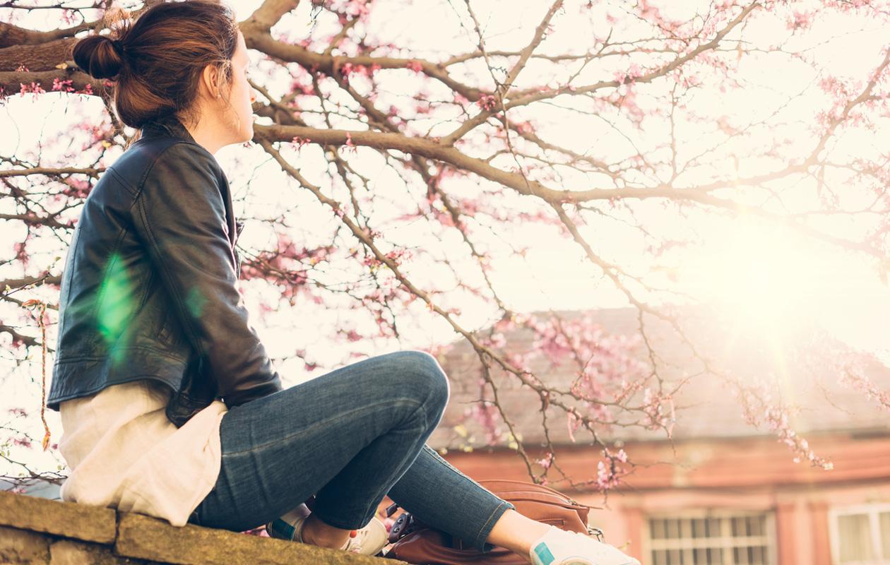 Kevätväsymys vai kevätmasennus? Tunnista erot ja oireet