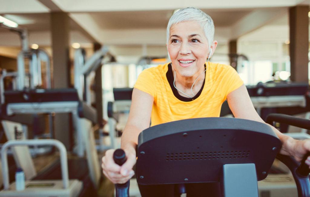 Kuntosaliharjoittelu hidastaa lihaskatoa ja lisää lihasvoimaa.