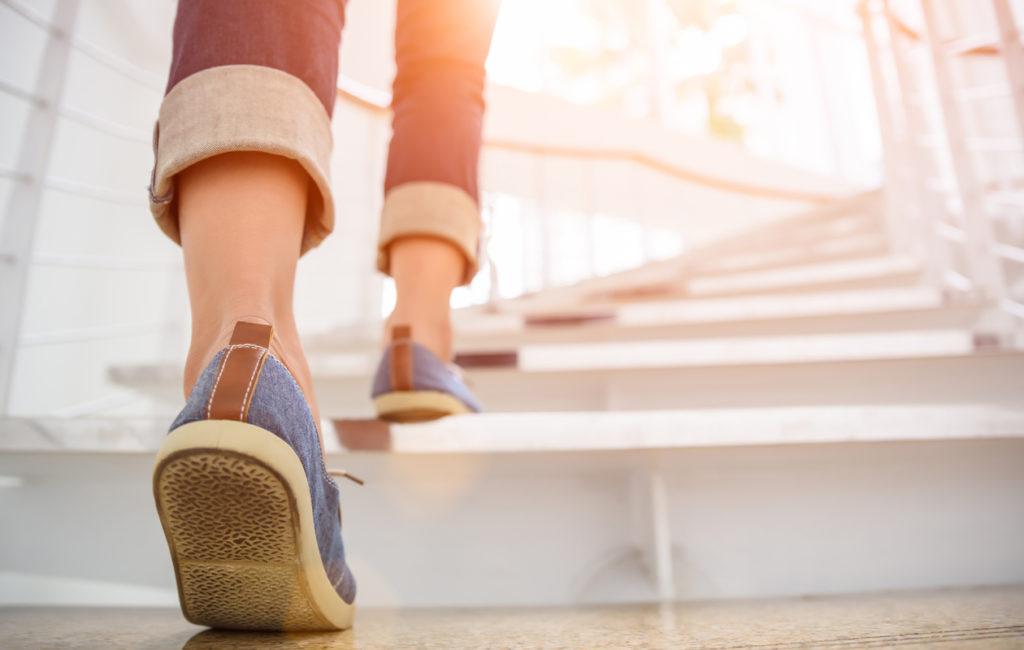 Hissin vaihtaminen portaisiin on helppo tapa kerryttää askelia ja kohentaa terveyttä.