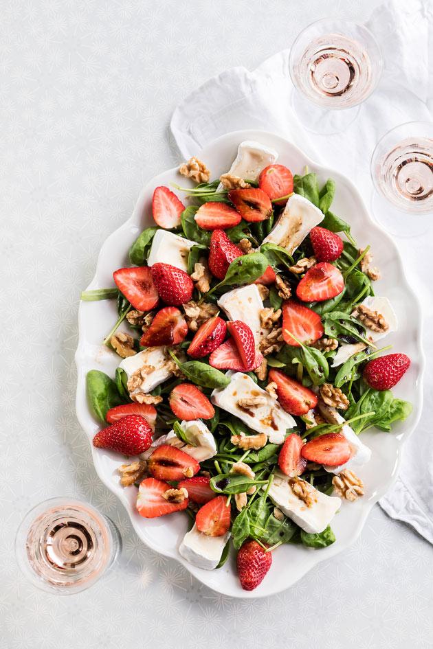 mansikka-briesalaatti