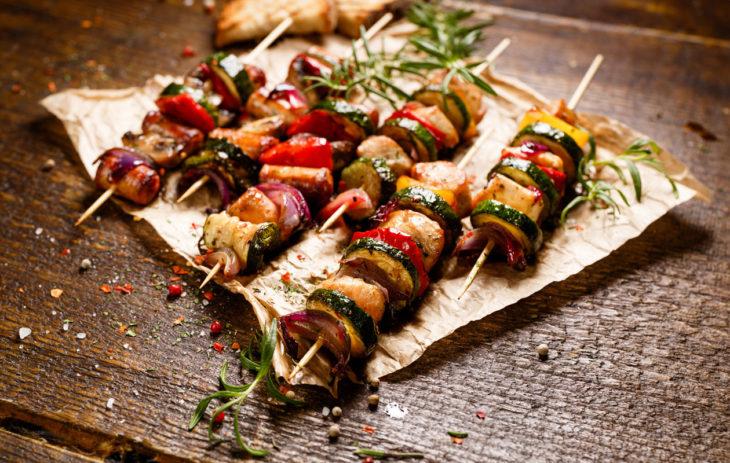Helpot marinadit grillatulle lihalle, kanalle, kalalle ja kasviksille – 9 marinadireseptiä