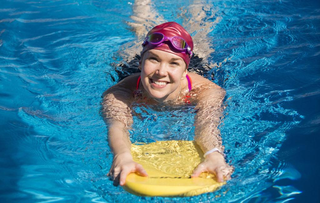 – Uinti on kivempaa, kun perustekniikka on hallussa. Se muistui mieleen hyvin lapsuusvuosilta, Tuija sanoo.