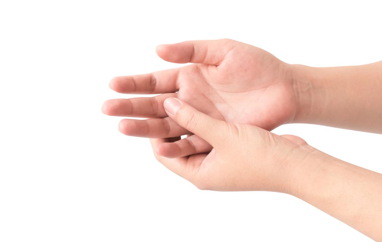 Kärsitkö sormien turvotuksesta? Tämän sormien turvotus voi kertoa terveydestäsi