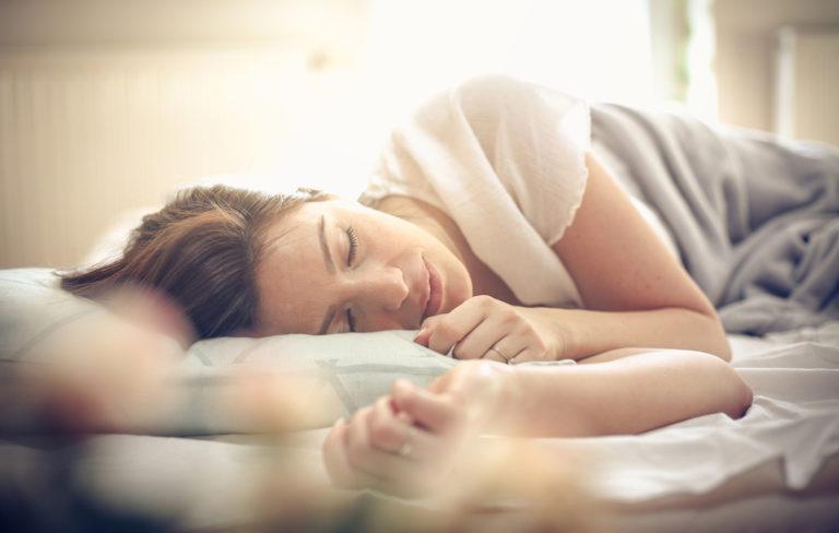 Kuinka suuri osa unesta olisi hyvä olla syvää unta? Syvä uni on jaksamisen kannalta tärkein univaihe