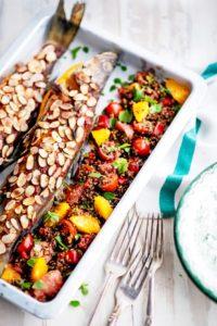 kvinoasalaatti ja marokkolainen uunikala