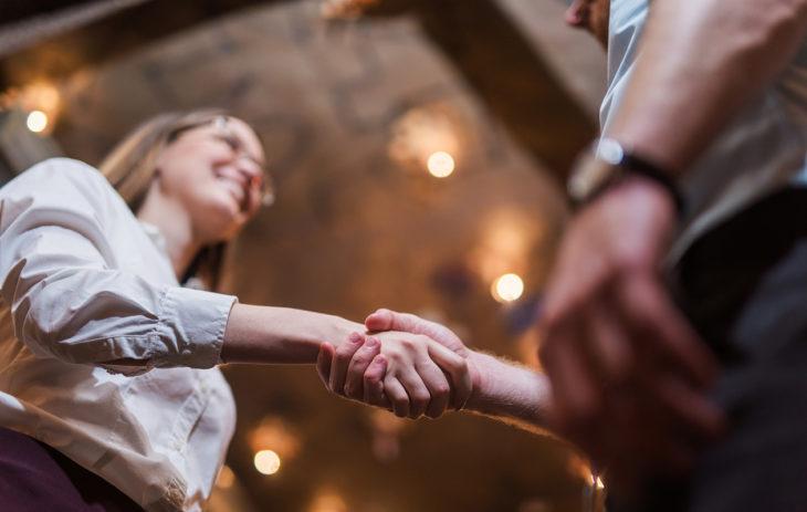 Miksi menestyneen naisen on niin vaikea löytää kumppania? Deittiguru listaa 3 syytä