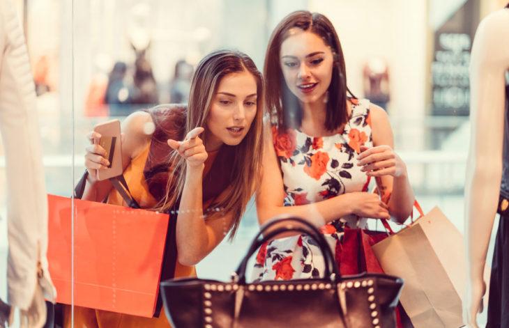 Kannattaako luksuslaukkuun sijoittaa? Onko se järkevä ostos?