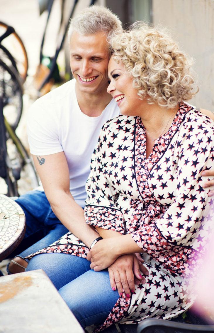 Johannan ja Antin mukaan huumorintajuun, elämänarvoihin ja rakkauden määrään ei vaikuta se, että ovat varttuneet aikuisiksi eri vuosikymmenillä.