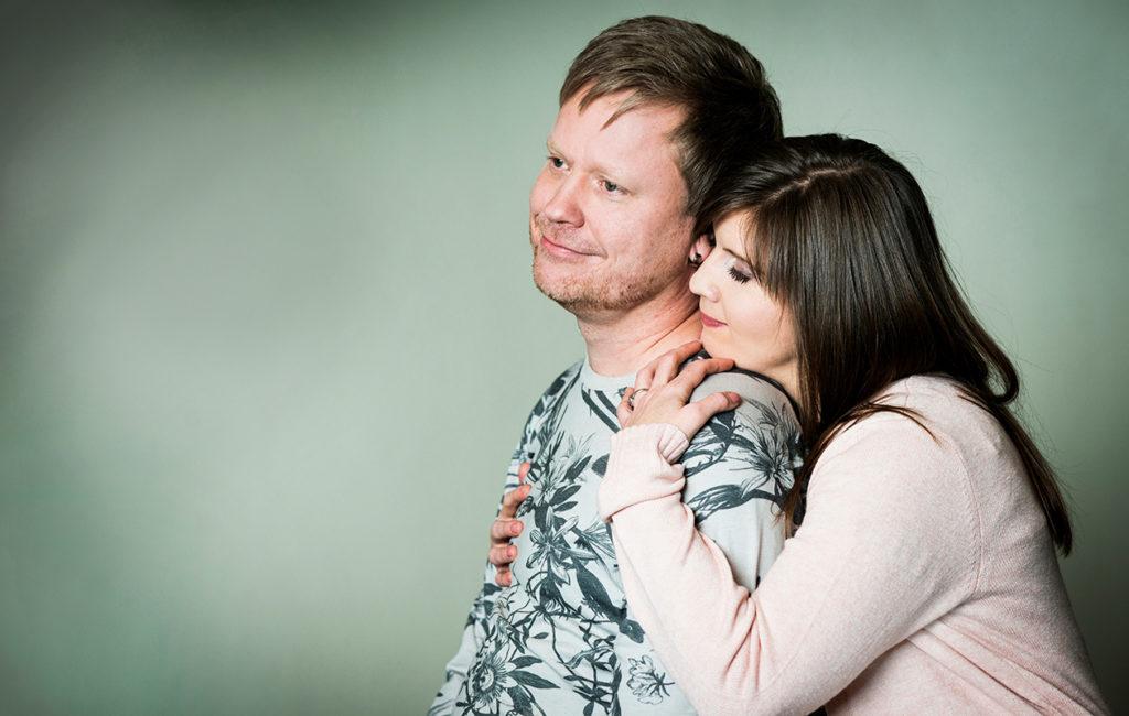 Sami Minkkinen ja Katri Kivinen ovat tuore aviomies ja vaimo.