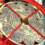 Kiinalainen horoskooppimerkki määräytyy syntymävuoden mukaan. Vuosi kuitenkin vaihtuu myöhemmin kuin länsimaissa: tammikuun lopussa tai helmikuussa.