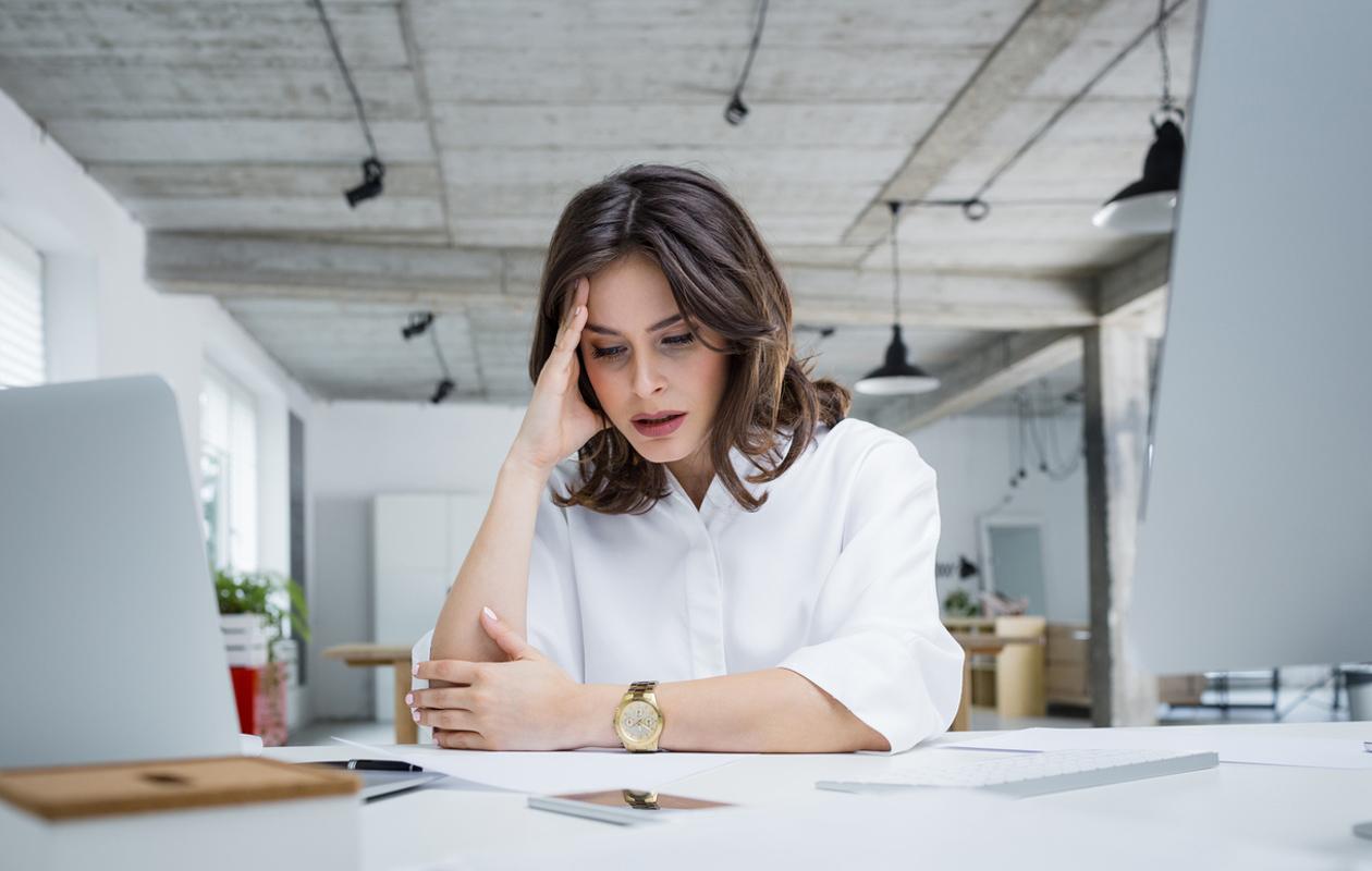 Näin keho kertoo, että burnout on lähellä – 7 loppuunpalamisen varoitusmerkkiä