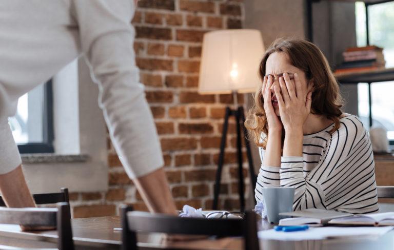 Näin tunnistat liiallisen ja epäterveen mustasukkaisuuden – 5 hälytysmerkkiä