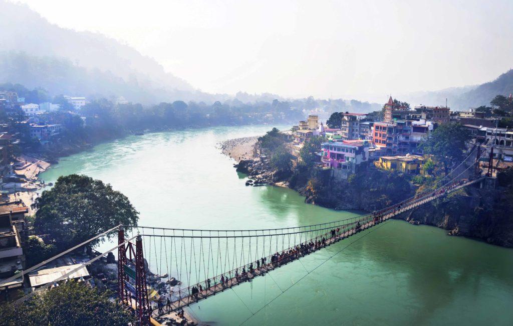 Delhin pohjoispuolella sijaitseva Rishikesh on länsimaalaisten joogaharrastajien suosiossa.