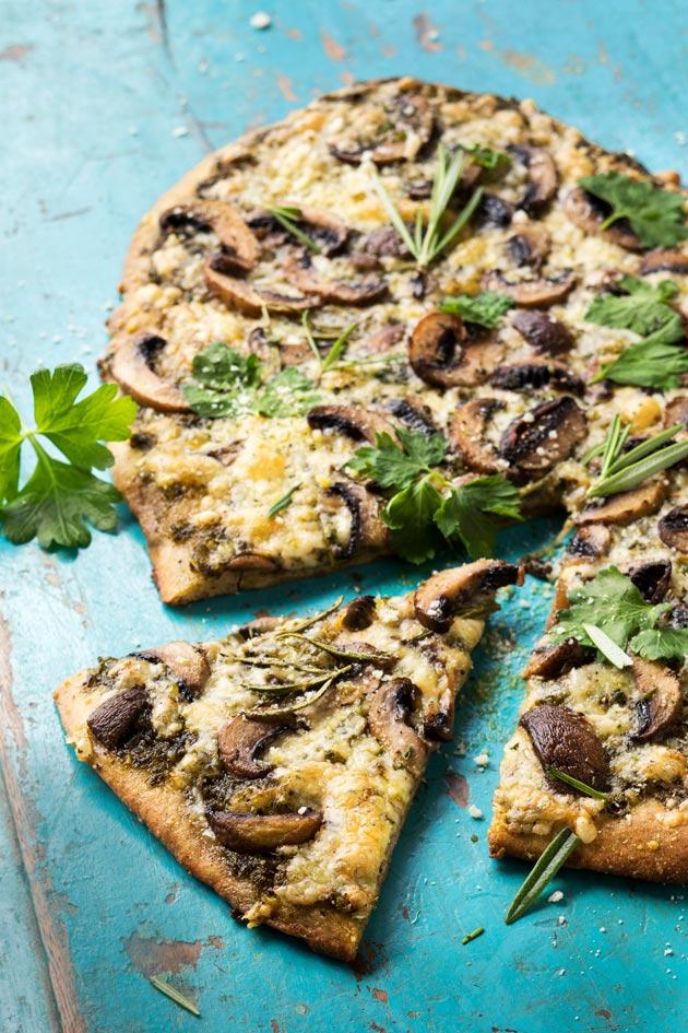 sieni-pestopizza ruispohjalla