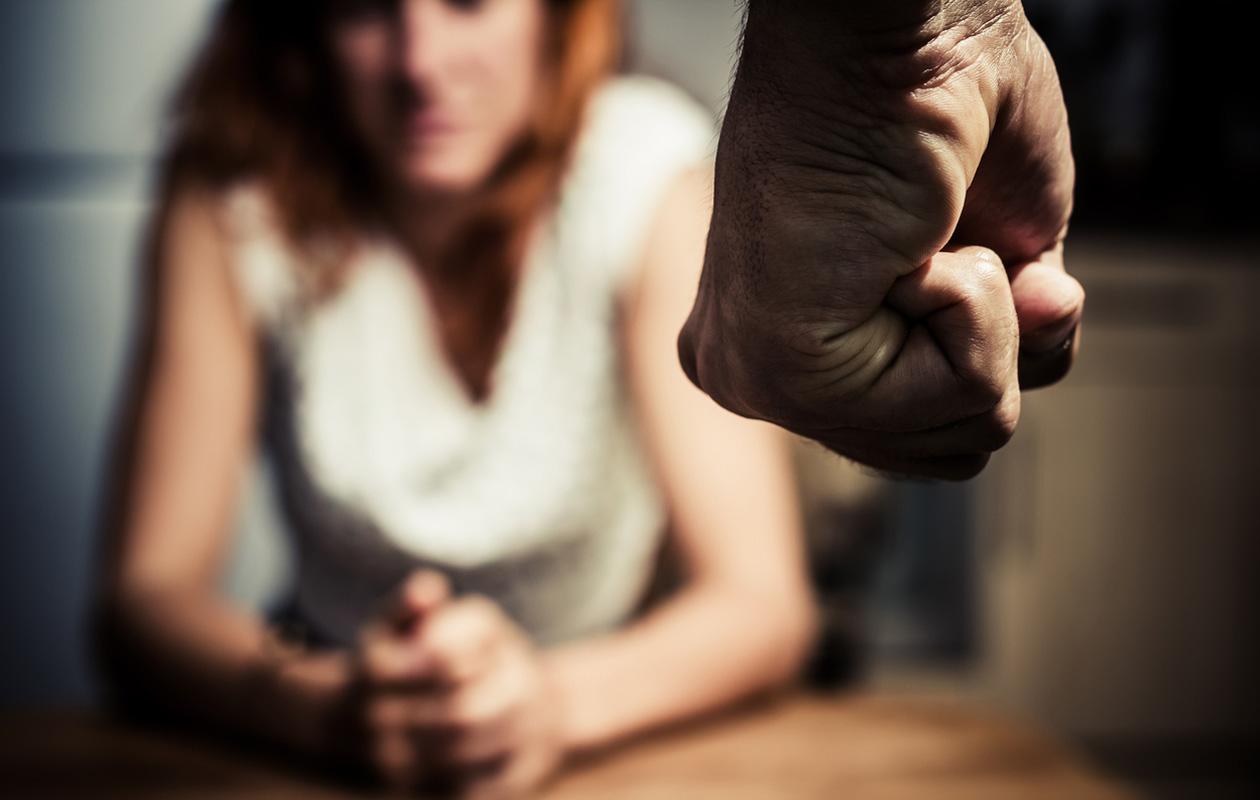 Miksi ihminen ei lähde väkivaltaisesta parisuhteesta? 7 tyypillistä syytä