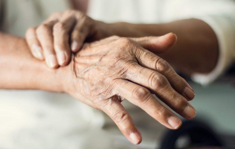 Parkinsonin taudin ensioireet – 10 varoitusmerkkiä, jotka voivat kertoa sairaudesta