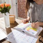 Merkintöjä täynnä olevaa kalenteria on helpompi seurata, kun käytät erilaisia värikoodeja.