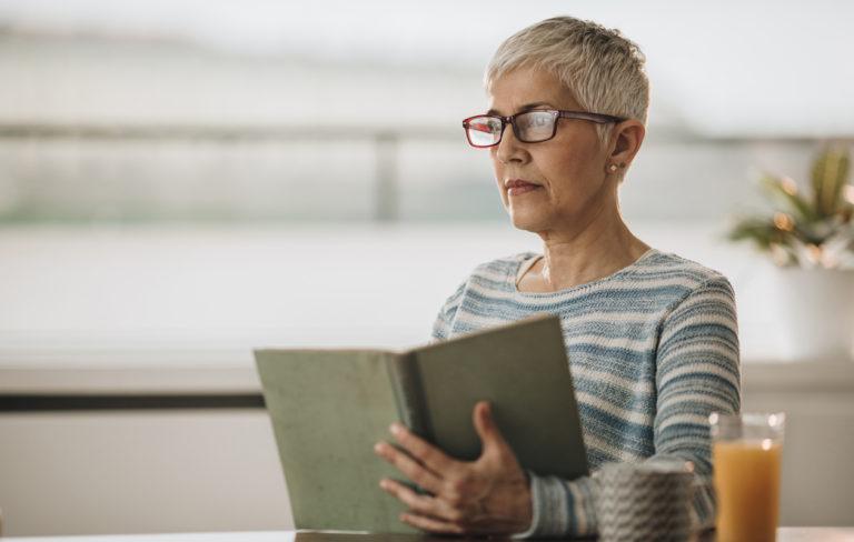 Onko kyseessä silmänpohjan ikärappeuma? Tunnista oireet ajoissa