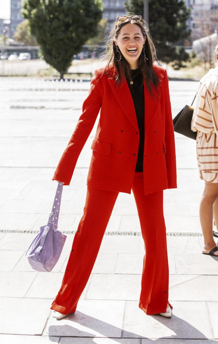 punainen housupuku
