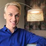 Christoffer Strandberg on voittanut vuosia sitten Miss Drag Queen -kisan. Nyt hän näyttelee drag-enkeliä musikaalissa.