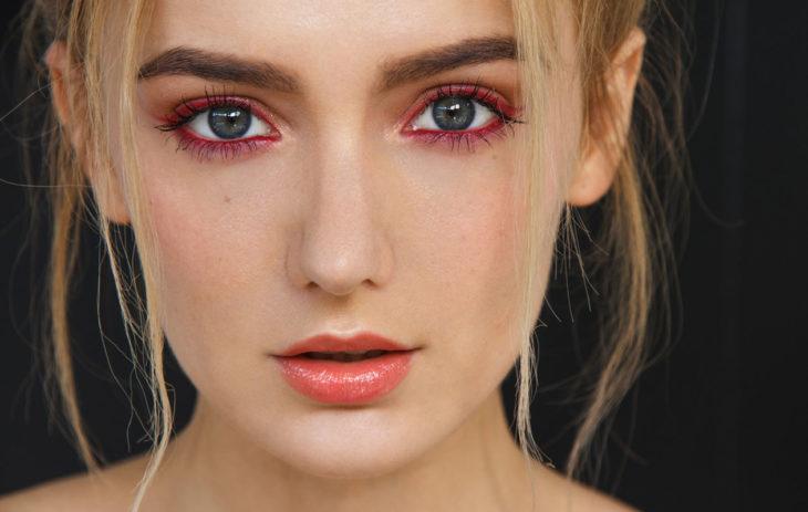 Syksyn meikkitrendi: Punaiset silmänrajaukset