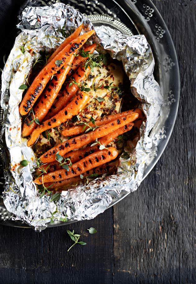 Griilifeta ja grillattua pikkuporkkanoita - katso reseptit tästä!