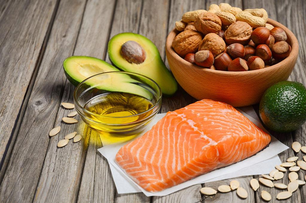 Valitse ruokavalioosi tervellisiä, pehmeitä rasvoja.