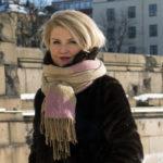Helmi-Leena Nummela on valmistunut Teatterikorkeakoulusta teatteritaiteen maisteriksi vuonna 2014.