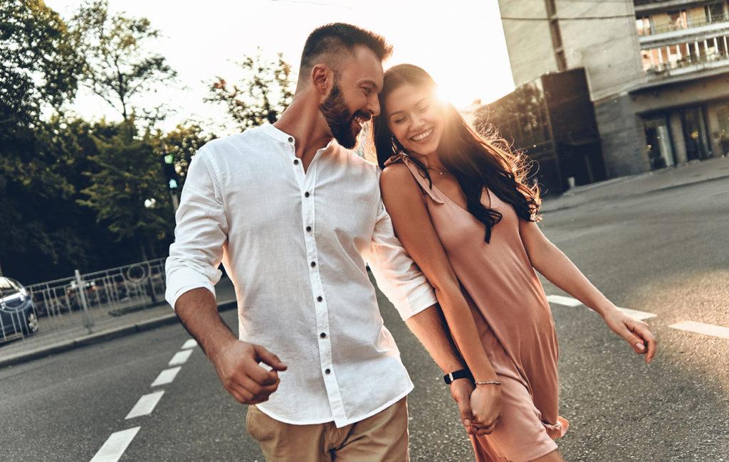 Jousimies on spontaani ja hauska flirttailija.