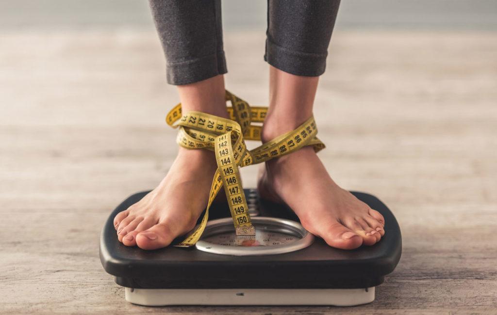 Älä sido itseäsi tiukkaan laihdutuskuuriin, vaikka saisit sillä lyhyellä aikavälillä tuloksia. Taustalla voi vaania nälkävelka.