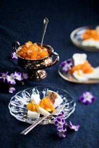 aprikoosihilloketta ja juustoja