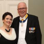 Tuore aviopari Eero Heinäluoma ja Ayla Shkair säkenöivät Linnan juhlissa.