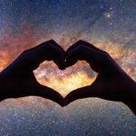 Rakkaushoroskooppimme paljastaa, mitä tähdet lupaavat rakkauselämääsi.