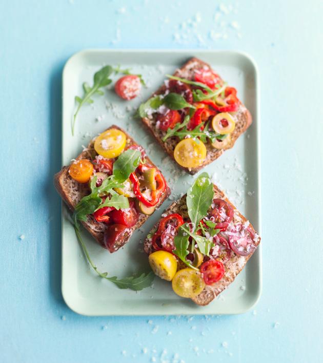 tomaatti-parmesaanileivät
