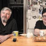 Oletko huomannut, mitä kaikkea Sohvaperunat-sarjan Jorman ja Soilen jääkaapin ovesta löytyy?