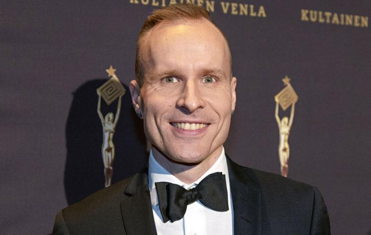 Mikko Kekäläinen otti tatuoinnin suorassa lähetyksessä. Puoli seitsemän -ohjelma voitti vastikään Kultaisen Venlan.
