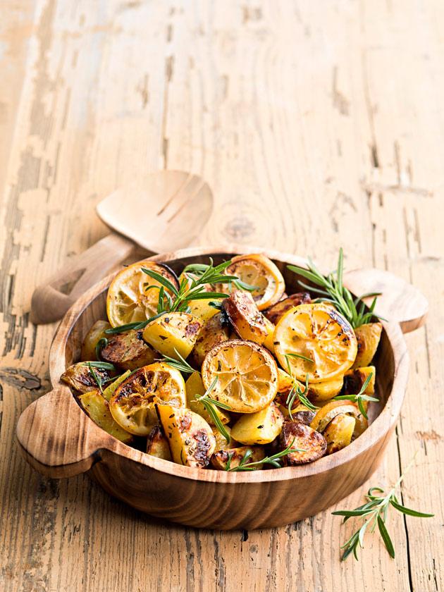 Sitruunalla ja rosmariinilla maustetut perunat