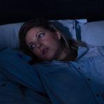 Jos stressi herättää yöllä, eikä unen päästä saa uudestaan kiinni, sänkyyn ei kannata jäädä pyörimään pitkäksi aikaa.