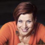 – Minussa asuu pieni androgyyni. Siksi tykkään tukastani lyhyenä, laulaja Heidi Kyrö kertoo.