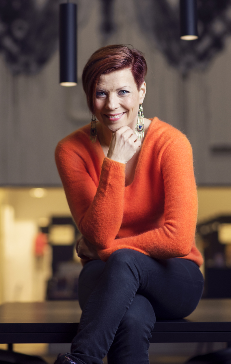 – Maskuliinisuudella ja feminiinisyydellä leikittely on kiinnostavaa, Heidi Kyrö sanoo.