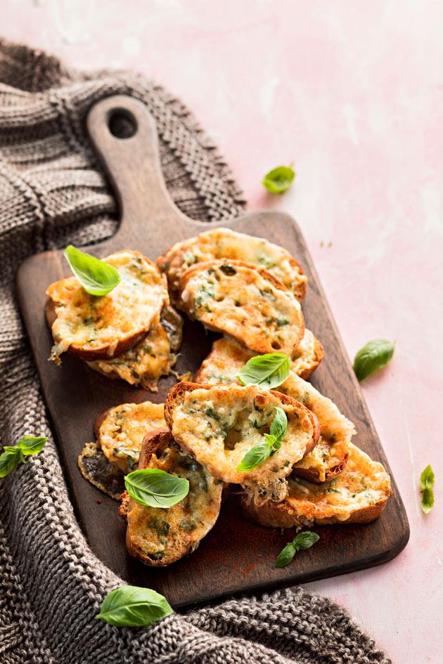 valkosipuli-mozzarellaleivät