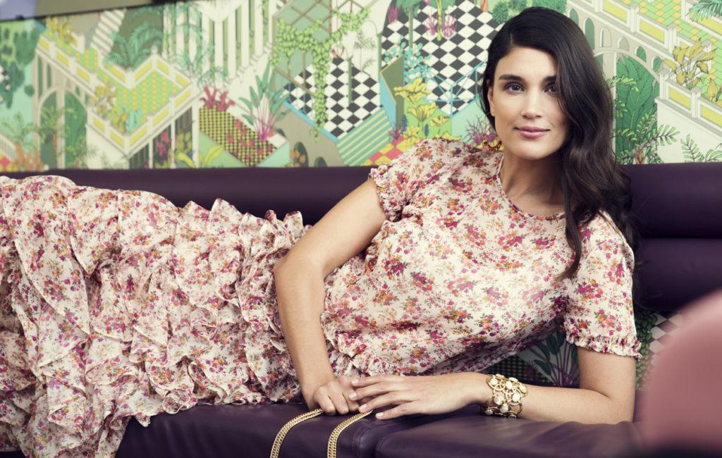 Stylisti Maryam Razavi vinkkaa, että erityisesti kukkamekot ovat nyt in.