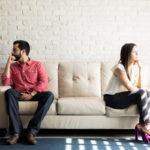 Asioista tulisi keskustella avoimesti, sillä puhumatta jättäminen johtaa usein väärinkäsityksiin.