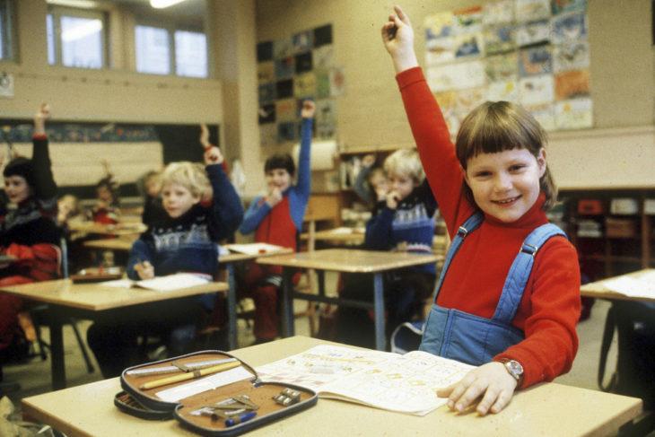 Norjan kuninkaalliset käyvät tavallisia kouluja. Prinsessa ensimmäisellä luokalla Smestadin koulussa Oslossa.