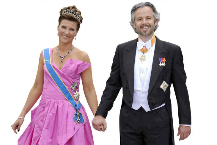 Ari Behnin seurassa prinsessa Victorian ja Danielin häissä Tukholmassa 2010.